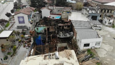 Bursa'da yanan antika dükkanındaki zarar gündüz ortaya çıktı