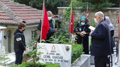 Bursa'da şehit yakınları bayramın ilk gününde şehitliğe koştu